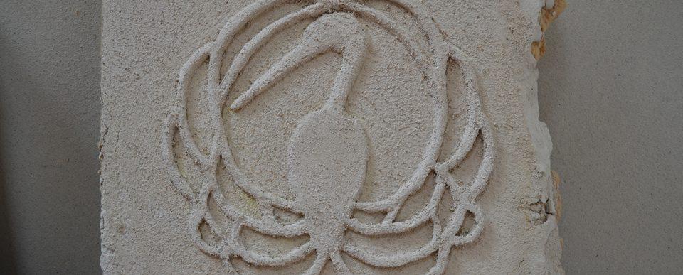 Bas-relief met trasskalk - testplaat